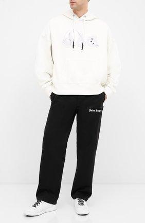 Мужской хлопковые брюки PALM ANGELS черного цвета, арт. PMCA081E20FAB0021010 | Фото 2