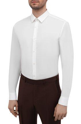 Мужская хлопковая сорочка HUGO белого цвета, арт. 50425897 | Фото 3 (Манжеты: На пуговицах; Воротник: Кент; Рукава: Длинные; Длина (для топов): Стандартные; Материал внешний: Хлопок; Случай: Формальный; Принт: Однотонные; Мужское Кросс-КТ: Сорочка-одежда)