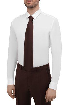 Мужская хлопковая сорочка HUGO белого цвета, арт. 50425897 | Фото 4 (Манжеты: На пуговицах; Воротник: Кент; Рукава: Длинные; Длина (для топов): Стандартные; Материал внешний: Хлопок; Случай: Формальный; Принт: Однотонные; Мужское Кросс-КТ: Сорочка-одежда)