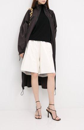 Женские кожаные шорты BOTTEGA VENETA белого цвета, арт. 633445/VKLC0 | Фото 2