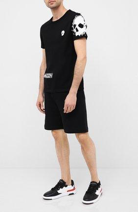 Мужские хлопковые шорты ALEXANDER MCQUEEN черного цвета, арт. 625370/QPX43 | Фото 2