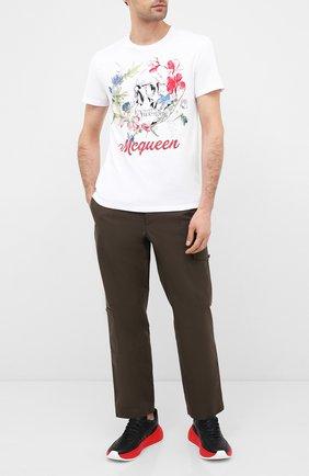 Мужская хлопковая футболка ALEXANDER MCQUEEN белого цвета, арт. 622100/QPZ54 | Фото 2