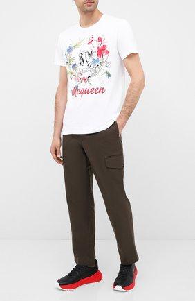Мужской хлопковые брюки ALEXANDER MCQUEEN хаки цвета, арт. 619187/QPS44 | Фото 2