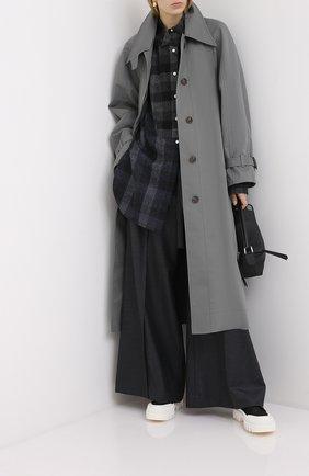 Женские шерстяные брюки LOEWE серого цвета, арт. S359331XAV | Фото 2