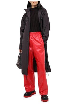 Женские кожаные брюки BOTTEGA VENETA красного цвета, арт. 633867/VKLC0 | Фото 2