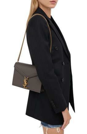 Женская сумка cassandra medium SAINT LAURENT темно-серого цвета, арт. 532750/B0W0W | Фото 2 (Материал: Натуральная кожа; Сумки-технические: Сумки через плечо; Ремень/цепочка: На ремешке; Размер: medium)