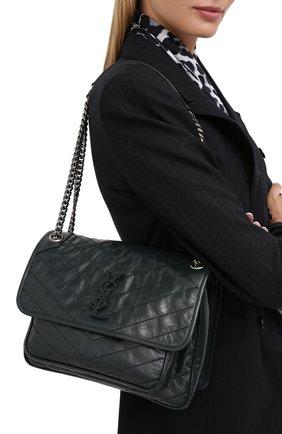 Женская сумка niki SAINT LAURENT темно-зеленого цвета, арт. 633158/0EN04   Фото 2 (Ремень/цепочка: На ремешке; Материал: Натуральная кожа; Сумки-технические: Сумки через плечо; Размер: medium)