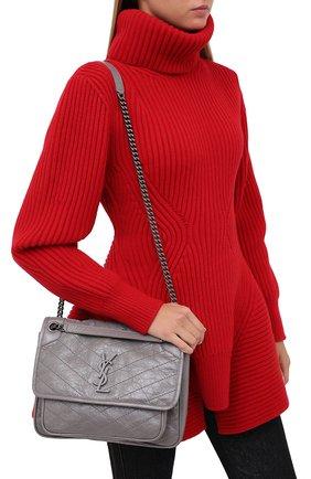 Женская сумка niki medium SAINT LAURENT серого цвета, арт. 498894/0EN04 | Фото 2 (Материал: Натуральная кожа; Сумки-технические: Сумки через плечо; Ремень/цепочка: На ремешке; Размер: medium)