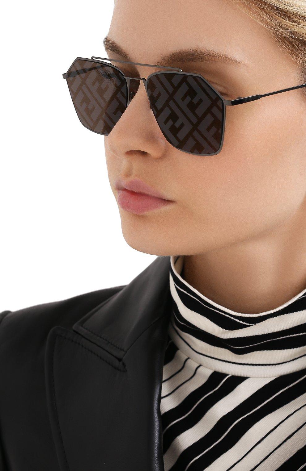 Женские солнцезащитные очки FENDI темно-серого цвета, арт. M0022 5UV | Фото 2