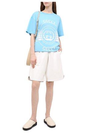 Женская хлопковая футболка GUCCI голубого цвета, арт. 615044/XJCQ8   Фото 2