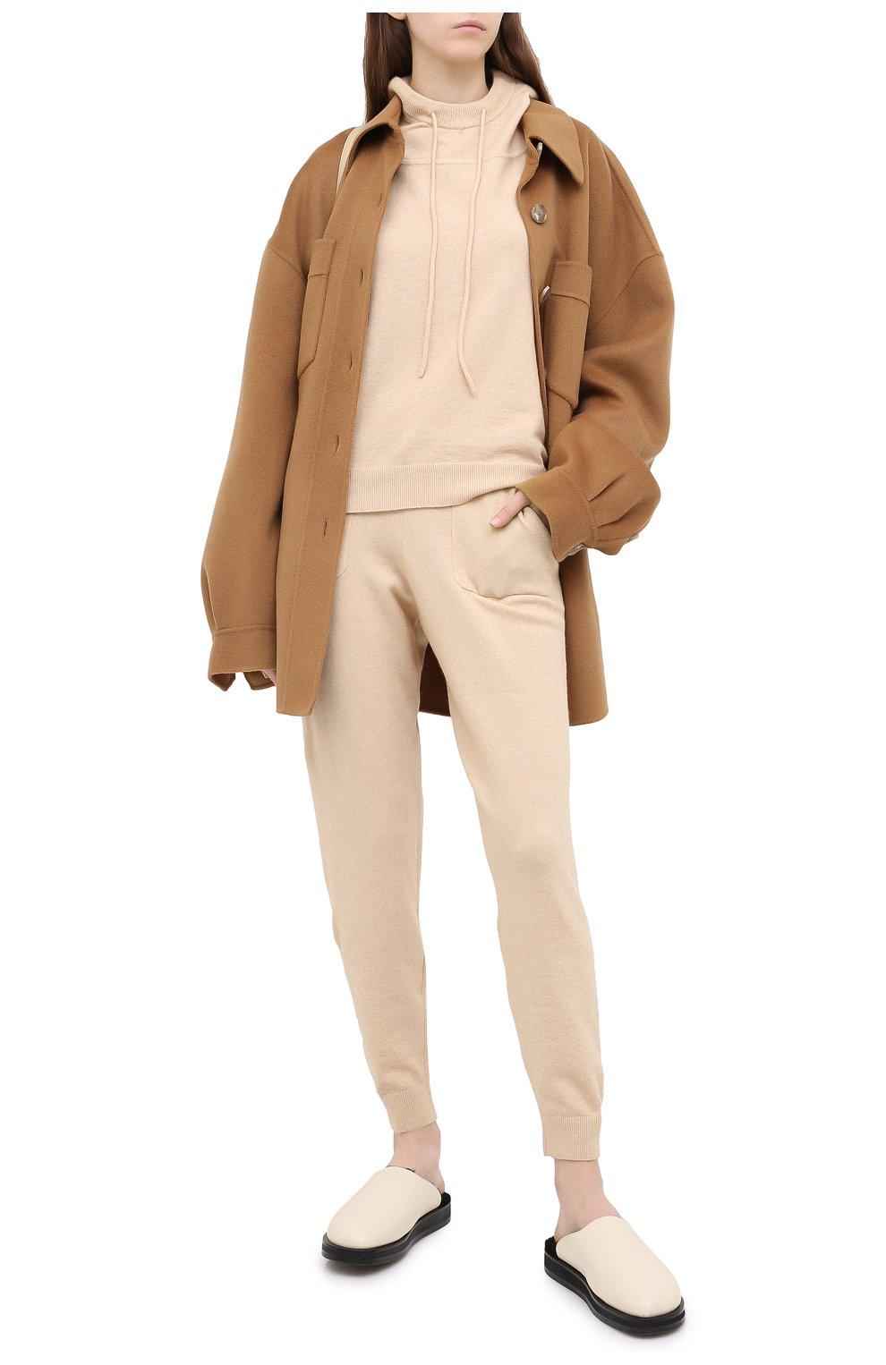 Женские джоггеры ALLUDE бежевого цвета, арт. 205/65023 | Фото 2 (Материал внешний: Шерсть, Синтетический материал; Длина (брюки, джинсы): Стандартные; Женское Кросс-КТ: Брюки-одежда, Джоггеры - брюки; Силуэт Ж (брюки и джинсы): Джоггеры; Кросс-КТ: Трикотаж)