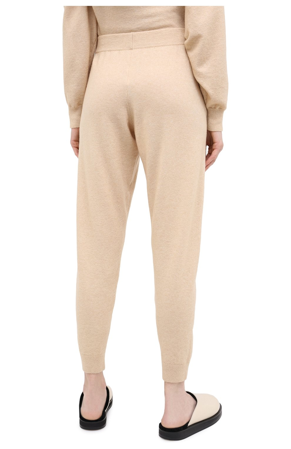 Женские джоггеры ALLUDE бежевого цвета, арт. 205/65023 | Фото 4 (Материал внешний: Шерсть, Синтетический материал; Длина (брюки, джинсы): Стандартные; Женское Кросс-КТ: Брюки-одежда, Джоггеры - брюки; Силуэт Ж (брюки и джинсы): Джоггеры; Кросс-КТ: Трикотаж)