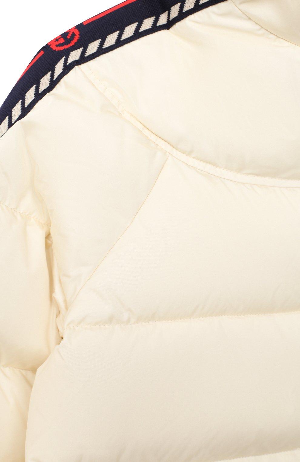 Детская пуховая куртка GUCCI бежевого цвета, арт. 622831/XWAK7 | Фото 3 (Кросс-КТ: Сезон: зима; Девочки Кросс-КТ: Пуховик-верхняя одежда; Рукава: Длинные; Материал внешний: Синтетический материал; Материал подклада: Синтетический материал; Материал утеплителя: Пух и перо; Ростовка одежда: 10 - 11 лет | 140 - 146см, 13 - 15 лет | 158 см, 4 года | 104 см, 5 лет | 110 см, 6 лет | 116 см, 8 лет | 128 см)
