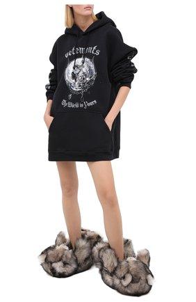 Женского домашние туфли из меха VETEMENTS серого цвета, арт. UAH21AC304 2402/W | Фото 2