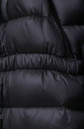 Женский пуховик BURBERRY черного цвета, арт. 8028666   Фото 5
