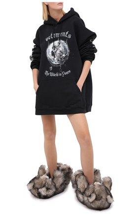 Женского домашние туфли из меха VETEMENTS серого цвета, арт. UAH21AC304 2402/M | Фото 2