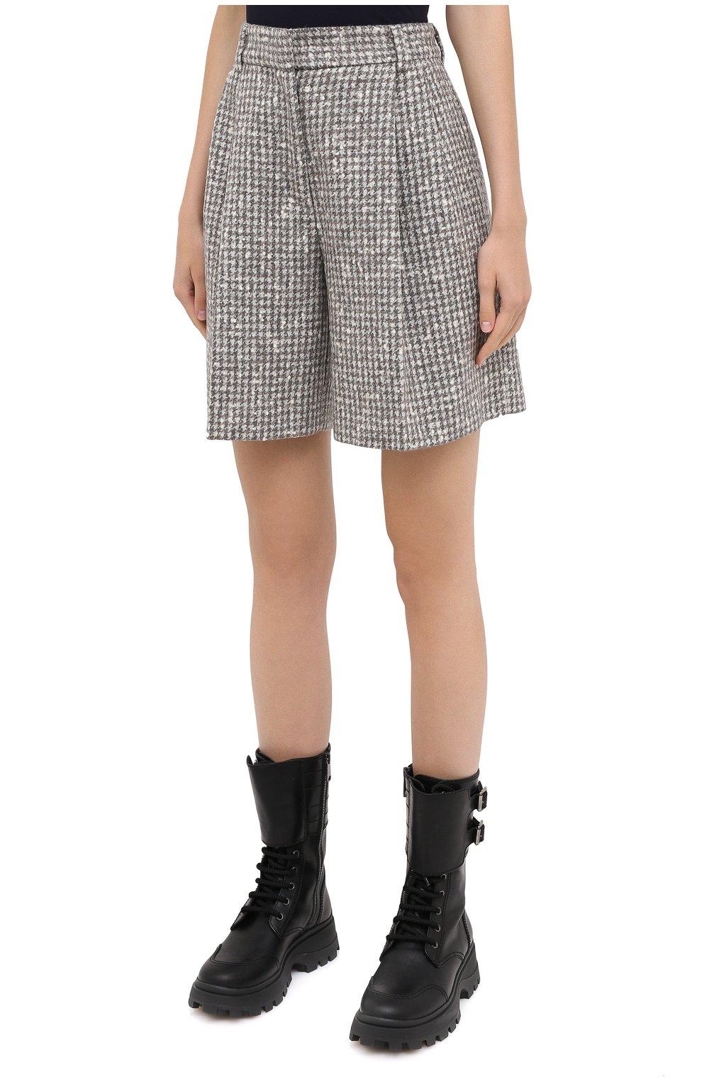 Женские шерстяные шорты KITON серого цвета, арт. D48107K05T24 | Фото 4 (Женское Кросс-КТ: Шорты-одежда; Материал внешний: Шерсть; Длина Ж (юбки, платья, шорты): Мини; Стили: Классический)