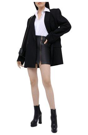 Женская кожаная юбка VERSACE черного цвета, арт. A87222/A234801 | Фото 2