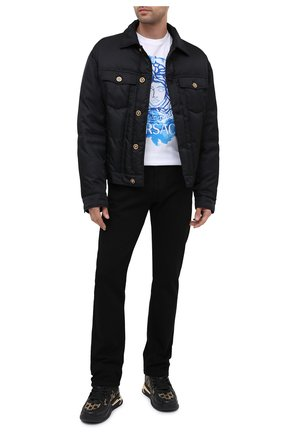 Мужские джинсы VERSACE черного цвета, арт. A86452/A235999 | Фото 2