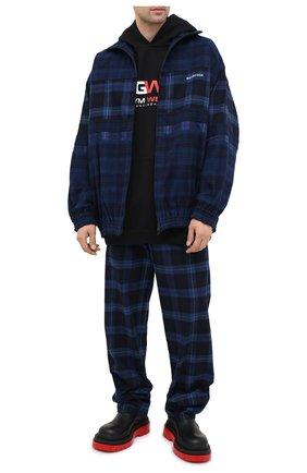 Мужской хлопковые брюки BALENCIAGA темно-синего цвета, арт. 608972/TIM19 | Фото 2