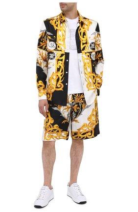 Мужские шелковые шорты VERSACE разноцветного цвета, арт. A86432/A235781 | Фото 2