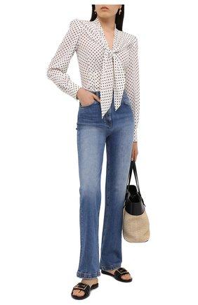 Женские джинсы VERSACE синего цвета, арт. A87272/A235982 | Фото 2