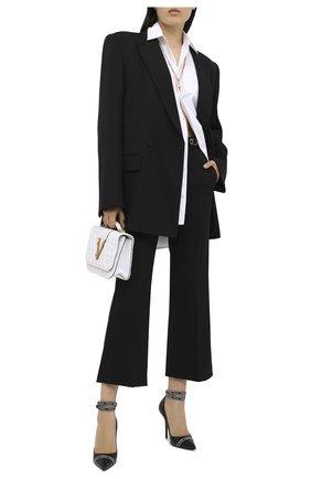 Женские шерстяные брюки VERSACE черного цвета, арт. A87366/A226027   Фото 2 (Материал внешний: Шерсть; Женское Кросс-КТ: Брюки-одежда; Случай: Формальный; Силуэт Ж (брюки и джинсы): Расклешенные; Длина (брюки, джинсы): Укороченные)