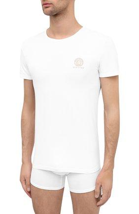 Мужские хлопковая футболка VERSACE белого цвета, арт. AUU01005/A232741 | Фото 2