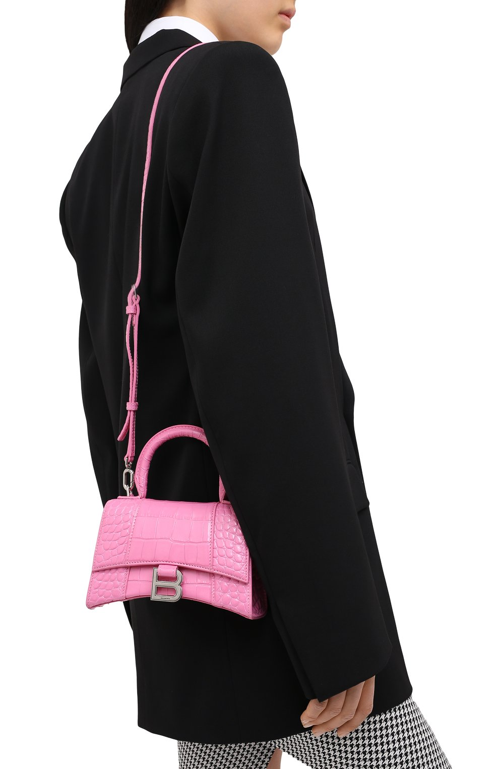 Женская сумка hourglass xs BALENCIAGA розового цвета, арт. 592833/1LR6Y   Фото 5 (Сумки-технические: Сумки через плечо, Сумки top-handle; Материал: Натуральная кожа; Размер: mini; Ремень/цепочка: На ремешке)