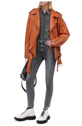 Женские джинсы 3X1 серого цвета, арт. W3XCS1078/ASHA | Фото 2