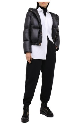 Женский пуховая куртка VERSACE черного цвета, арт. A87597/A223395 | Фото 2