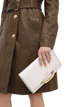 Женская сумка tall story ALEXANDER MCQUEEN кремвого цвета, арт. 630261/D780T | Фото 2 (Ремень/цепочка: На ремешке; Материал: Натуральная кожа; Сумки-технические: Сумки через плечо)