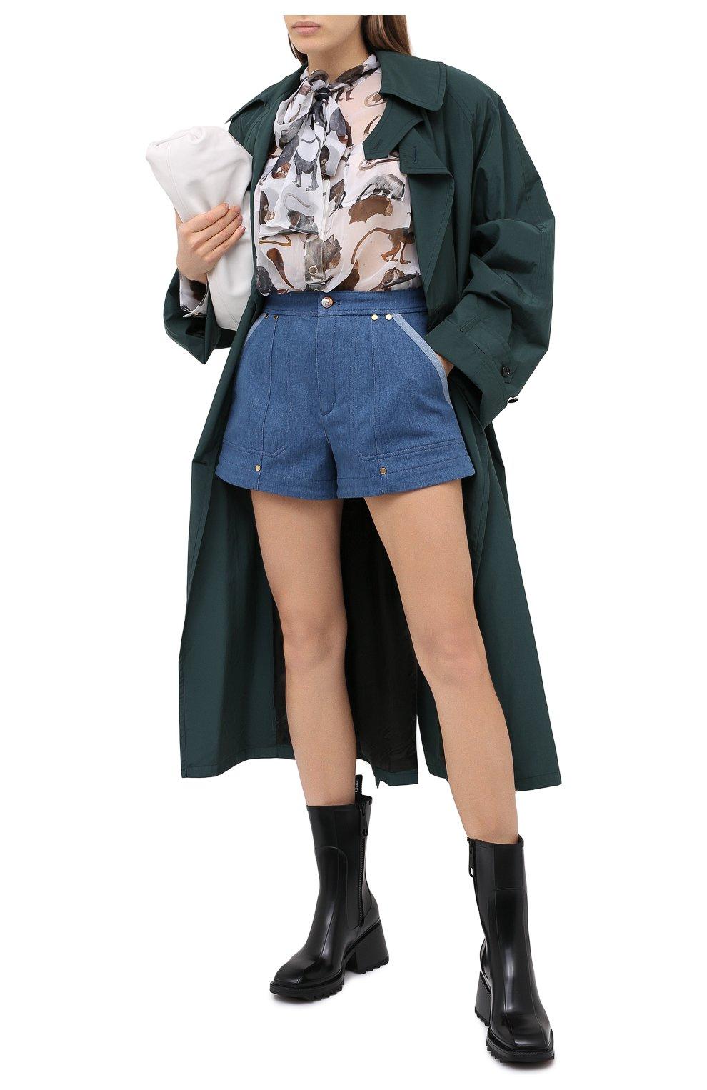 Женские джинсовые шорты CHLOÉ голубого цвета, арт. CHC20ADS05153 | Фото 2 (Женское Кросс-КТ: Шорты-одежда; Кросс-КТ: Деним; Длина Ж (юбки, платья, шорты): Мини; Материал внешний: Хлопок; Стили: Кэжуэл)