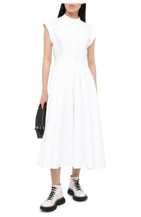 Женское хлопковое платье ALEXANDER MCQUEEN белого цвета, арт. 629055/QAAAC   Фото 2