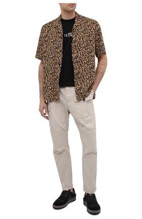 Мужской хлопковые брюки DSQUARED2 светло-серого цвета, арт. S74KB0464/S41794 | Фото 2