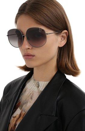 Женские солнцезащитные очки LINDA FARROW серого цвета, арт. LFL1056C5 SUN   Фото 2