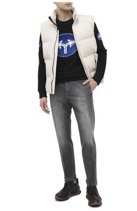 Мужские джинсы KITON серого цвета, арт. UFPLAC/J02T63 | Фото 2