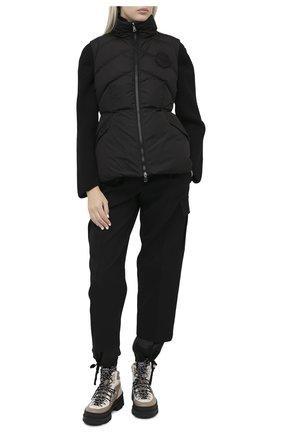 Женский пуховый жилет MONCLER черного цвета, арт. F2-093-1A547-00-C0068 | Фото 2