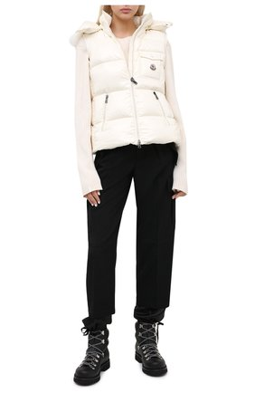 Женский пуховый жилет MONCLER белого цвета, арт. F2-093-1A549-01-C0064 | Фото 2