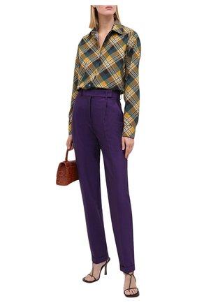 Женские шерстяные брюки VICTORIA BECKHAM фиолетового цвета, арт. 1320WTR001457A | Фото 2
