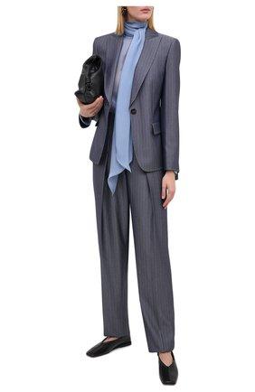 Женские шерстяные брюки GIORGIO ARMANI серого цвета, арт. 0WHPP0DG/T01W1 | Фото 2 (Материал внешний: Шерсть; Женское Кросс-КТ: Брюки-одежда; Силуэт Ж (брюки и джинсы): Широкие; Случай: Формальный; Стили: Классический; Длина (брюки, джинсы): Стандартные)
