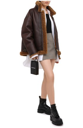 Женская дубленка VETEMENTS коричневого цвета, арт. UAH21JA033 2403/W | Фото 2