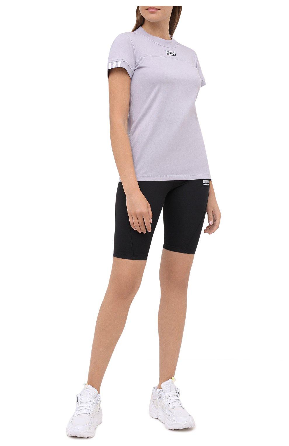 Женская хлопковая футболка ADIDAS ORIGINALS сиреневого цвета, арт. GD3805   Фото 2 (Женское Кросс-КТ: Футболка-спорт, Футболка-одежда; Рукава: Короткие; Кросс-КТ: Спорт; Длина (для топов): Стандартные; Принт: С принтом; Материал внешний: Хлопок; Стили: Спорт)