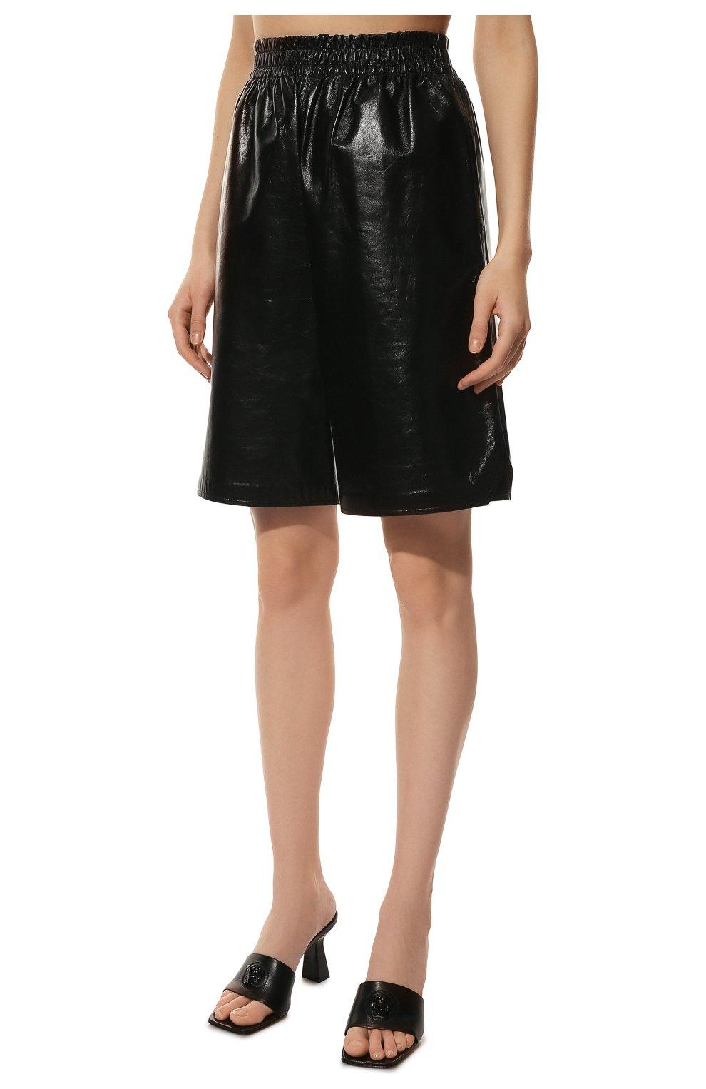 Женские кожаные шорты BOTTEGA VENETA черного цвета, арт. 633445/VKLC0 | Фото 3