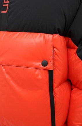 Мужская пуховая куртка UPTOBE красного цвета, арт. UPW0/BALTIM0RA   Фото 6 (Кросс-КТ: Куртка, Пуховик; Мужское Кросс-КТ: пуховик-короткий, Пуховик-верхняя одежда, Верхняя одежда; Рукава: Длинные; Материал внешний: Синтетический материал; Стили: Гранж; Материал подклада: Синтетический материал; Длина (верхняя одежда): Короткие; Материал утеплителя: Пух и перо)