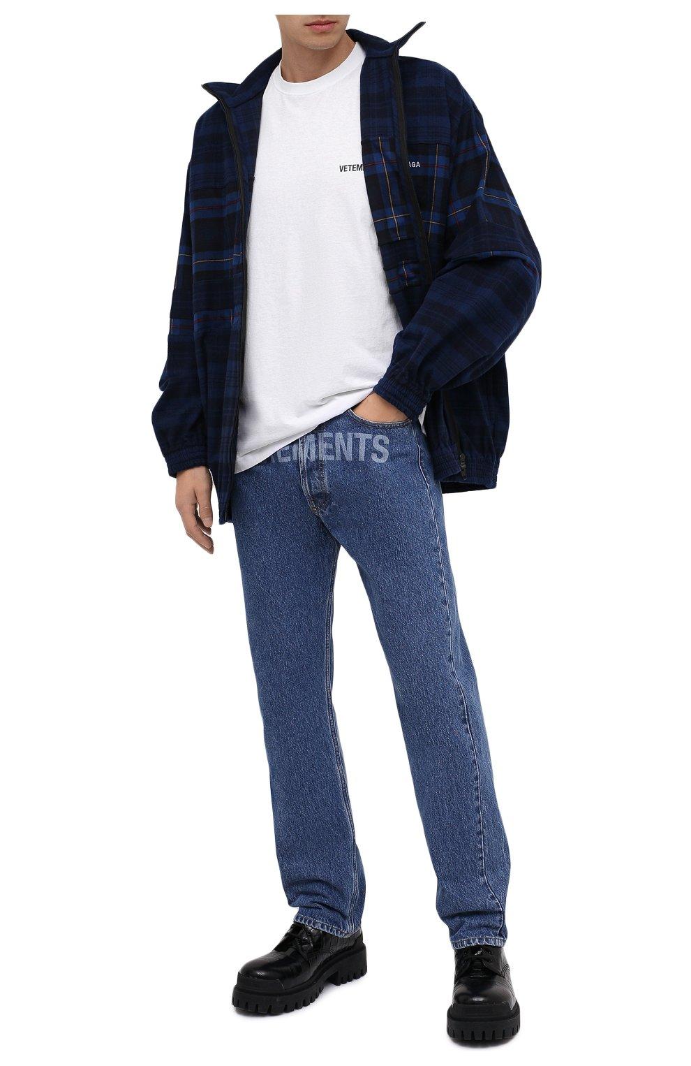 Мужские джинсы VETEMENTS синего цвета, арт. MAH21PA136 2802   Фото 2