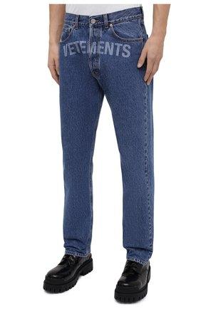 Мужские джинсы VETEMENTS синего цвета, арт. MAH21PA136 2802   Фото 4