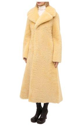 Женская шуба из овчины BOTTEGA VENETA бежевого цвета, арт. 641923/VKV70 | Фото 4