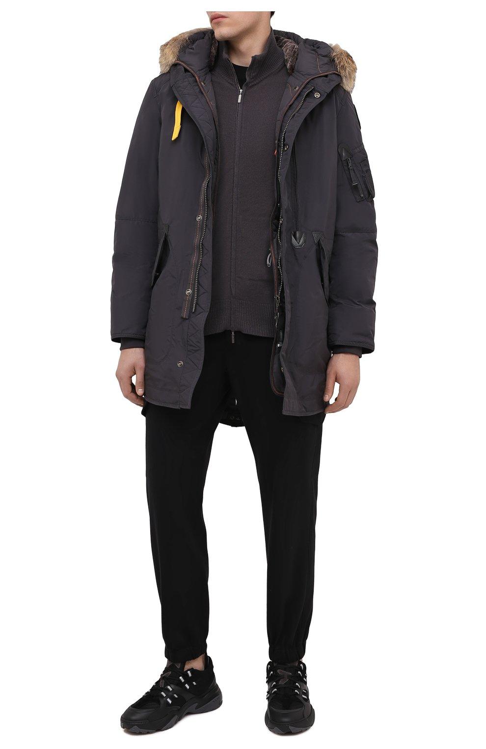 Мужская пуховая парка tank с меховой отделкой PARAJUMPERS темно-серого цвета, арт. MA07/TANK   Фото 3 (Кросс-КТ: Куртка, Пуховик; Мужское Кросс-КТ: пуховик-короткий, Пуховик-верхняя одежда, Верхняя одежда; Рукава: Длинные; Длина (верхняя одежда): До середины бедра; Материал внешний: Синтетический материал; Стили: Спорт-шик; Материал подклада: Синтетический материал; Материал утеплителя: Пух и перо)