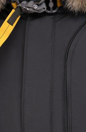 Мужская пуховая парка tank с меховой отделкой PARAJUMPERS темно-серого цвета, арт. MA07/TANK   Фото 6 (Кросс-КТ: Куртка, Пуховик; Мужское Кросс-КТ: пуховик-короткий, Пуховик-верхняя одежда, Верхняя одежда; Рукава: Длинные; Длина (верхняя одежда): До середины бедра; Материал внешний: Синтетический материал; Стили: Спорт-шик; Материал подклада: Синтетический материал; Материал утеплителя: Пух и перо)